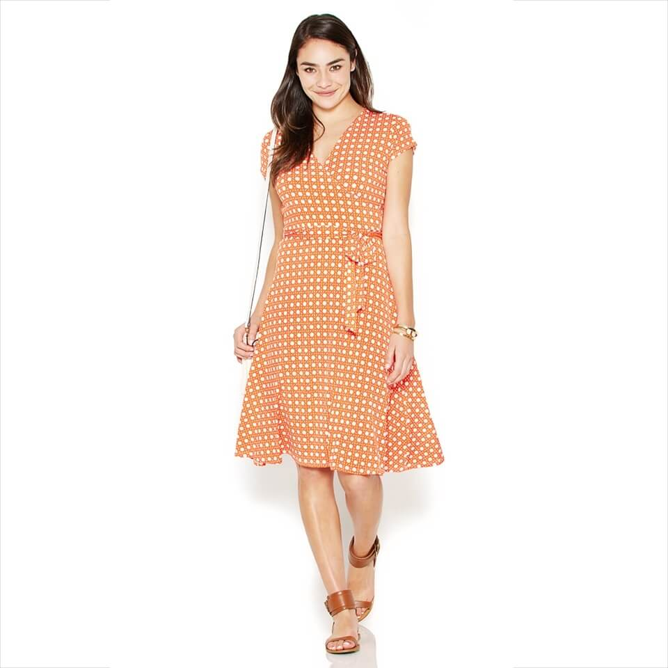 Plus Size Wrap Dresses Whether you choose a fully functional wrap dress or an easy faux wrap design, this classic style for curvy fashion is a woman's wardrobe must-have. Adjust the classic wrap to your desired fit with adjustable ties or throw on a pullover cinch dress for a simple, put-together look.