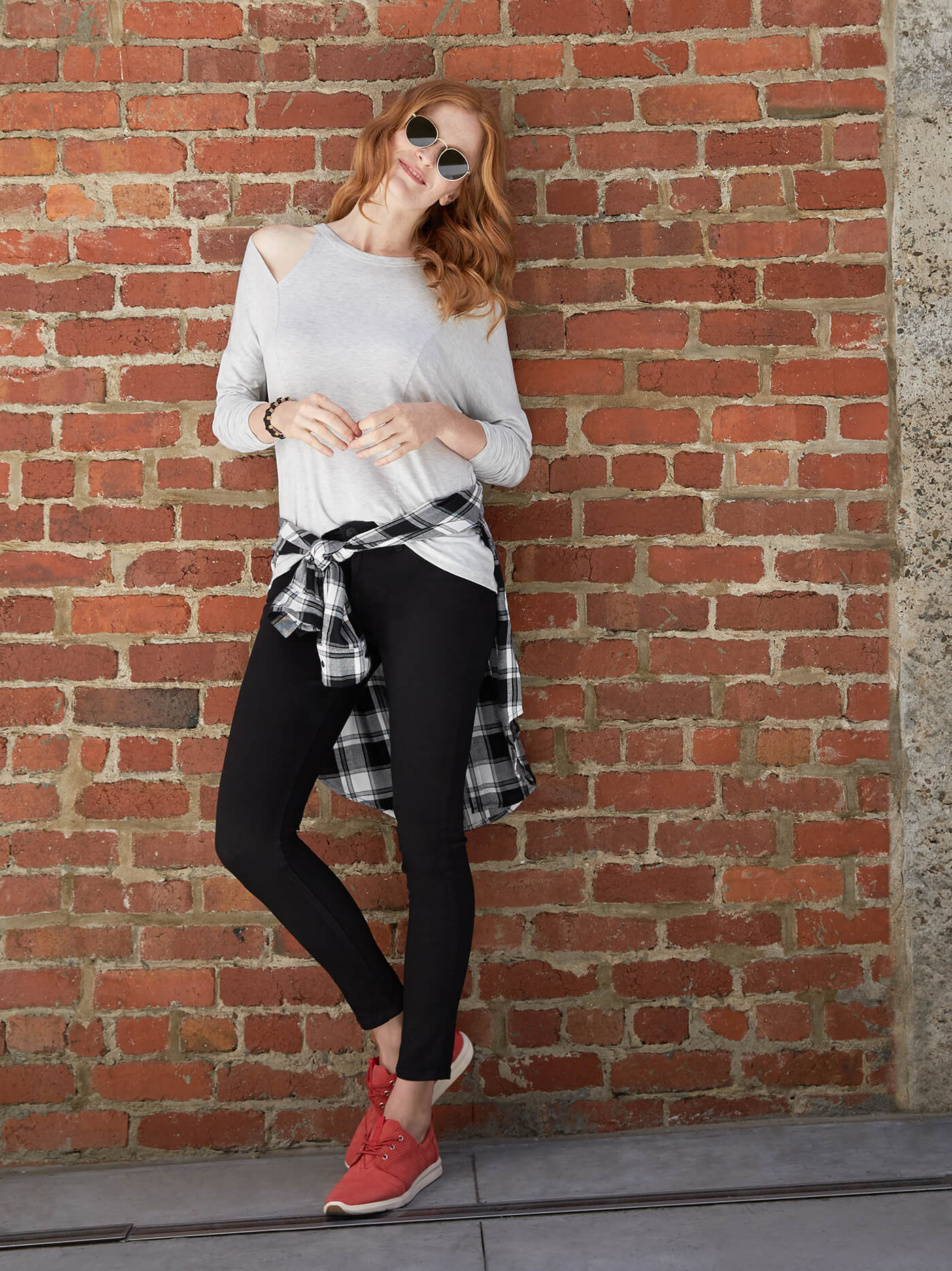 How to Wear Skinny Jeans with athleisure